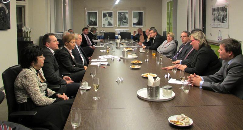 Setkání předsedů a prezidentů profesních komor 2013 v zasedací místnosti ČKAIT